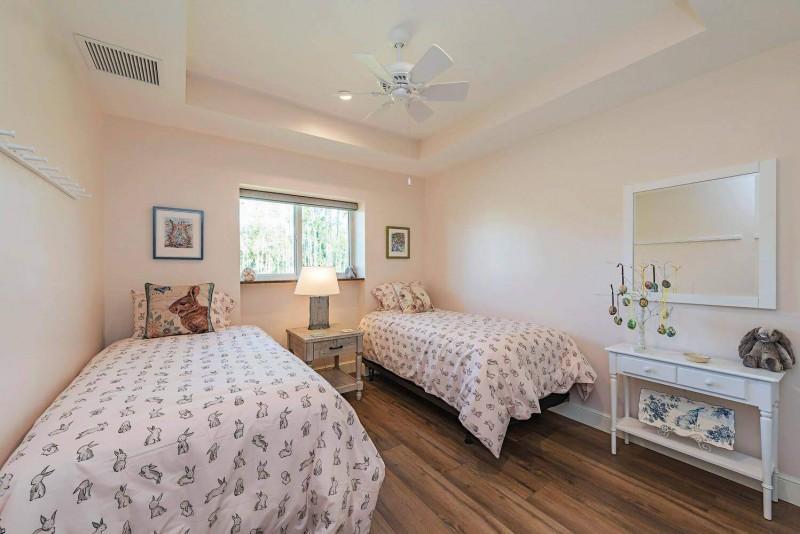 7011-Sandalwood-Lane-Naples-FL-large-007-004-Bed2-1499x1000-72dpi